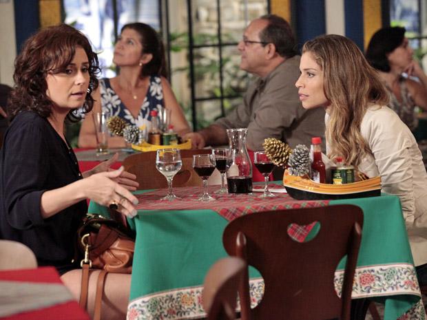 Lucena tira satisfações com Claudia (Foto: Aquele Beijo/TV Globo)