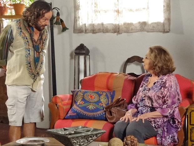 Álvaro diz ter descoberto que Marcela não morreu em um assalto (Foto: Fina Estampa/TV Globo)
