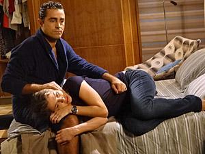 Vicente consola a esposa (Foto: Aquele)