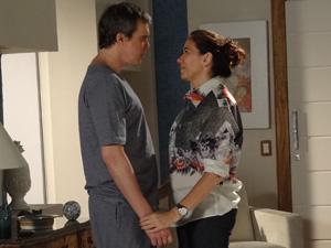 Griselda convida René e o filho para morar na mansão (Foto: Fina Estampa/TV Globo)