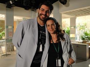 Pela primeira vez, a atriz contracena com o marido na televisão (Foto: A Vida da Gente/TV Globo)