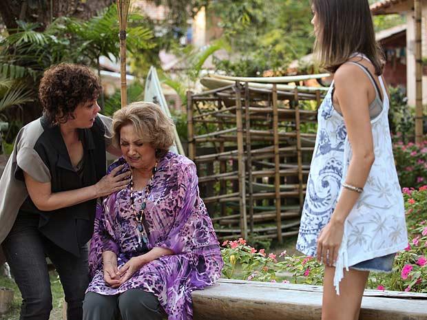 íris passa mal ao discutir com Luana (Foto: Fina Estampa / TV Globo)
