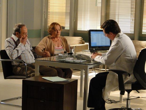 Médico diz que Laudelino precisa procurar um terapeuta (Foto: A Vida da Gente/TV Globo)