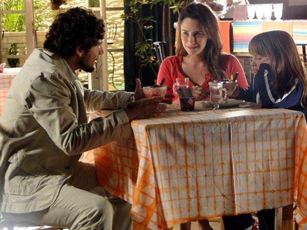 Rodrigo e Ana sentem o baque (Foto: A Vida da Gente / TV Globo)