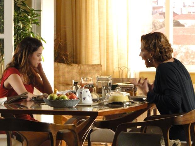 Eva fica furiosa com o término do namoro (Foto: A Vida da Gente / TV Globo)