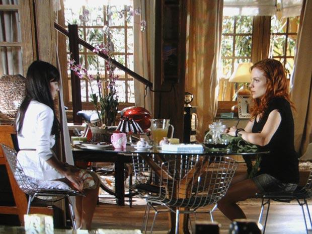 Nanda tenta convencer Manu a perdoar Rodrigo (Foto: A Vida da Gente/TV Globo)