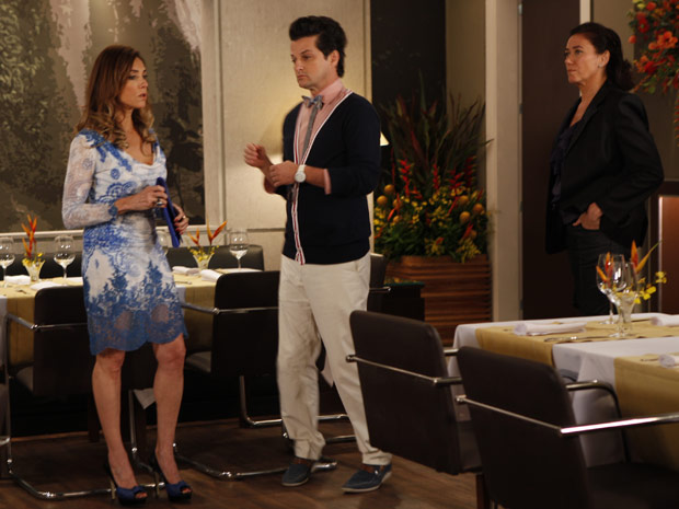 Griselda acusa Tereza Cristina de ter chamado a Vigilância Sanitária (Foto: Fina Estampa/TV Globo)