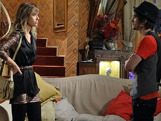 Brigitte vai conversar com Agenor (Foto: Aquele Beijo/Tv Globo)