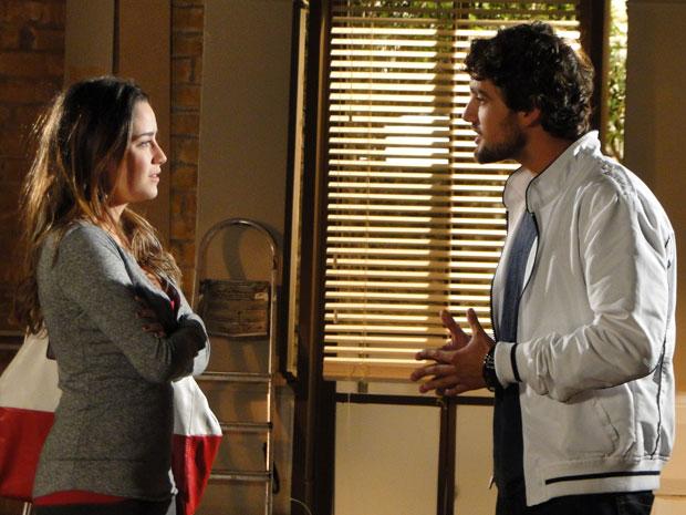 Ana fica preocupada em como contar a novidade para Eva (Foto: A Vida da Gente - Tv Globo)