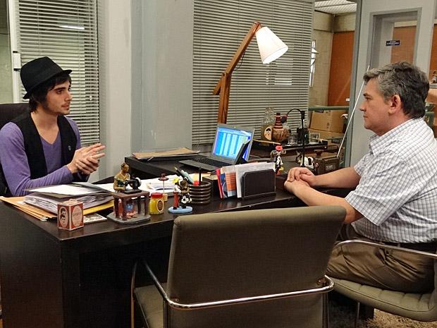 Agenor e Bob conversam sobre Belezinha (Foto: Aquele Beijo/TV Globo)