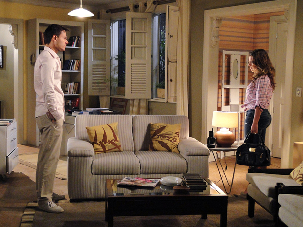 Camila avisa a Ricardo que vai lutar pela guarda do filho (Foto: Aquele Beijo/TV Globo)