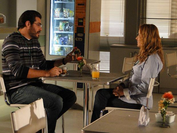 Celina incenta Lúcio a investir em Laura (Foto: A Vida da Gente - Tv Globo)
