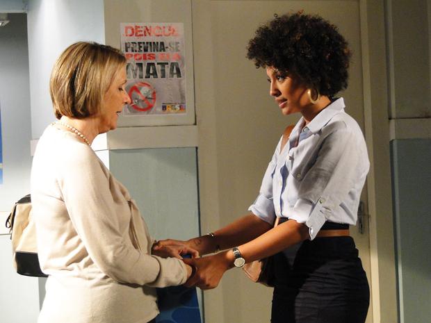 Otília pede para Sarita cuidar do Lar se algo acontecer com ela (Foto: Aquele Beijo/TV Globo)
