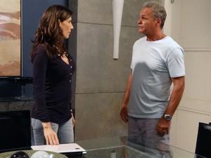 Helena fica irritada e pede a separação (Foto: Malhação / TV Globo)