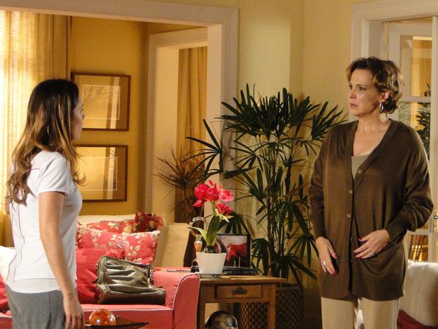 Eva fica surpresa quando Ana conta que vai sair de casa (Foto: A Vida da Gente - TV Globo)