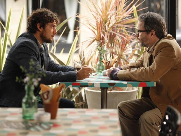 Lourenço é franco com Rodrigo (Foto: A Vida da Gente / TV Globo)