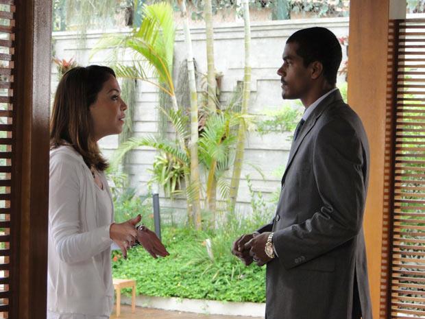 Lorena desconfia das intenções da patroa com seu noivo (Foto: A Vida da Gente / TV Globo)