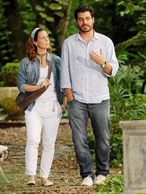 Lúcio leva Laura para conhecer a ONG (Foto: TV Globo/ Matheus Cabral)