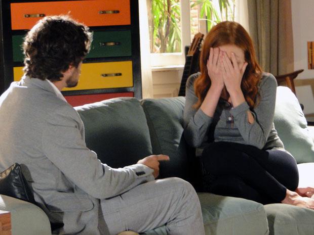 Nervosa, Nanda não consegue assumir a responsabilidade (Foto: A Vida da Gente - TV Globo)