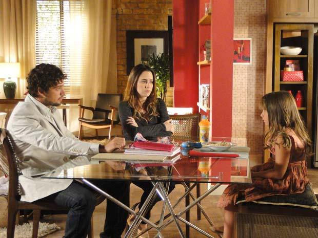 Rodrigo dá duro em Júlia e Ana sofre (Foto: A Vida da Gente / TV Globo)