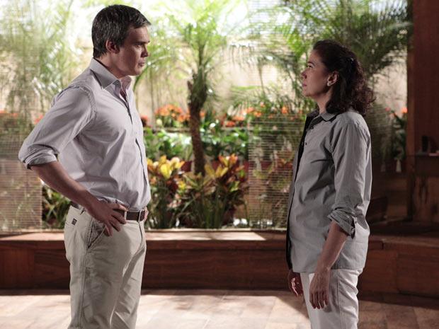 René decide ir embora da casa de Griselda e manda ela arranjar um novo chef  (Foto: Fina Estampa/TV Globo)