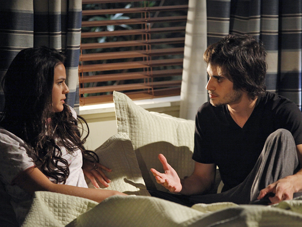 Belezinha diz para Agenor que assim que tiver dinheiro, vai se separar (Foto: Aquele Beijo/TV Globo)