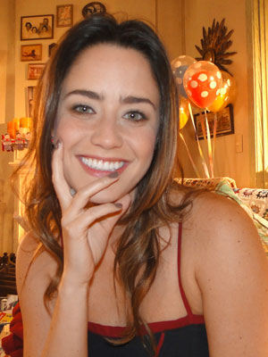 Esmalte da Ana faz parte da coleção pessoal de Fernanda Vasconcellos (A Vida da Gente - TV Globo)