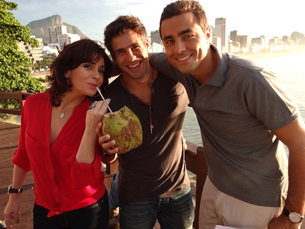 Giovanna, Raoni, Ricardo (Foto: Aquele Beijo/TV Globo)