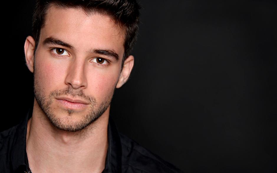 Bernardo Velasco trabalhou como modelo antes de se formar em interpretação