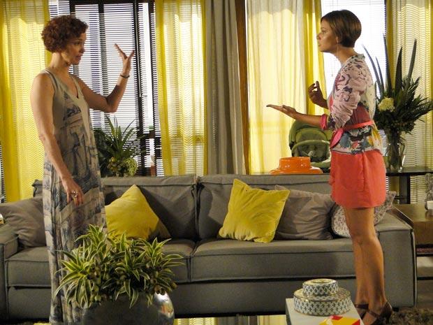 Vanessa enfrenta Esther (Foto: Fina Estampa/TV Globo)