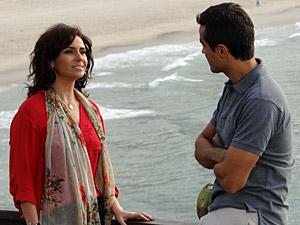 Vicente e Claudia conversam (Foto: Aquele)
