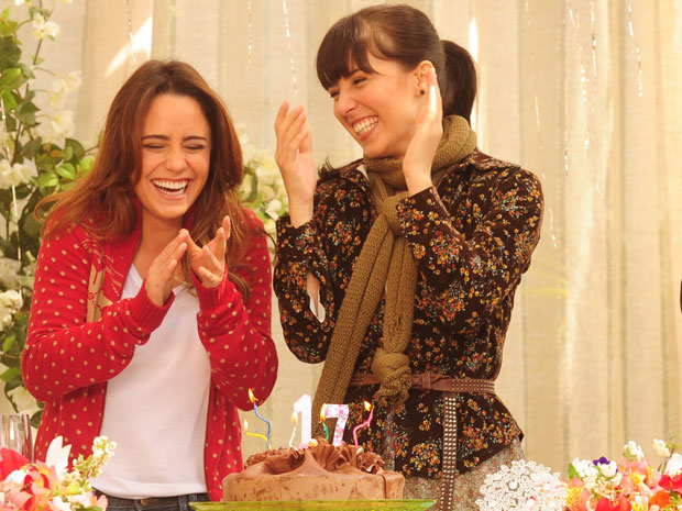 Para Fernanda, o maior amor de Ana é a irmã Manu (Foto: A Vida da Gente - TV Globo)