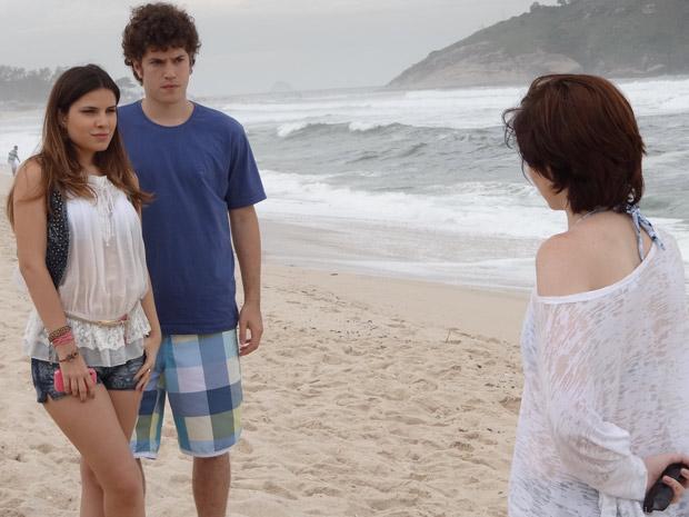 Maliciosa, Cristal diz a Alexia que quer conversar a sós com Gabriel (Foto: Malhação / TV Globo)