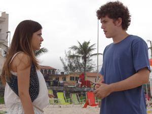 Gabriel mente e diz que não há nada entre ele e Alexia (Foto: Malhação / TV Globo)