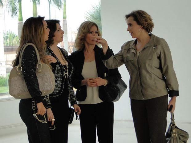 Eva perde a paciência e discute com Cris (Foto: A Vida da Gente - TV Globo)