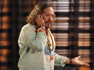 Álvaro descobre que Tereza Cristina está tramando algo com Ferdinand (Foto: Fina Estampa/TV Globo)
