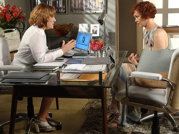 Danielle garante que Beatriz não irá mais procurar Esther e Victoria (Foto: Fina Estampa / TV Globo)