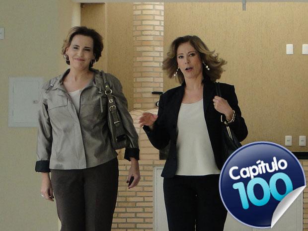 Precisando ser simpática para ganhar a cliente, Eva se esforça em sua primeira venda (Foto: A Vida da Gente - TV Globo)