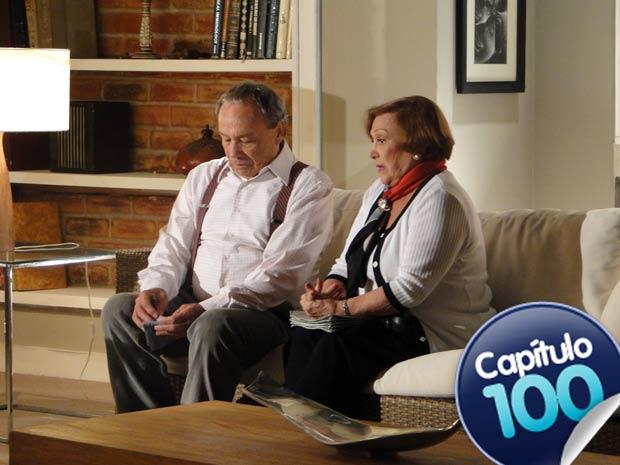 Iná fica perplexa com as revelações de Laudelino (Foto: A Vida da Gente / TV Globo)