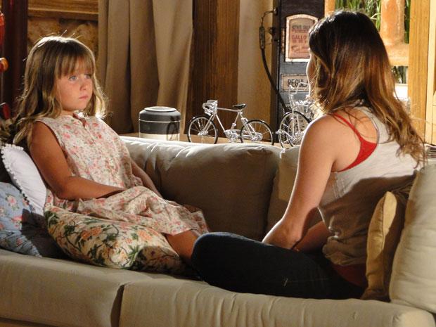 Ana conta para Júlia que terminou com Rodrigo (Foto: A Vida da Gente - TV Globo)