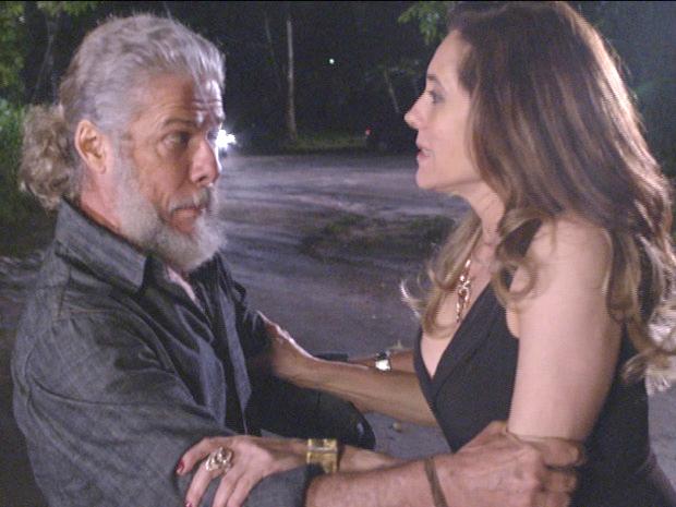 Pereirinha leva Tereza Cristina para uma aventura (Foto: Fina Estampa/TV Globo)