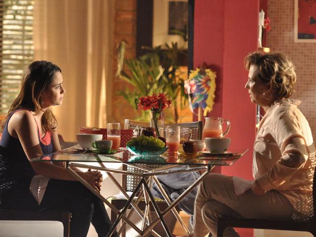 Ana dá trégua a Eva e impõe condições para bom convívio (Foto: A Vida da Gente - TV Globo)