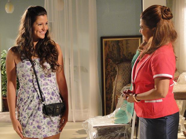 Íntima fica encantada com Graciosa (Foto: Aquele Beijo/TV Globo)
