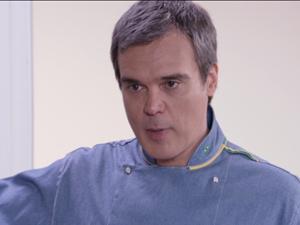 René está decepcionado com Griselda (Foto: Fina Estampa/TV Globo)