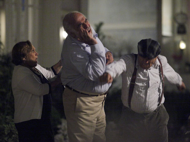 Laudelino perde o controle e dá soco por ciúme (Foto: A Vida da Gente - TV Globo)