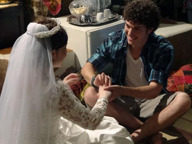 Bia diz que gostaria de se casar um dia, mas de uma maneira simples (Foto: Malhação / TV Globo)