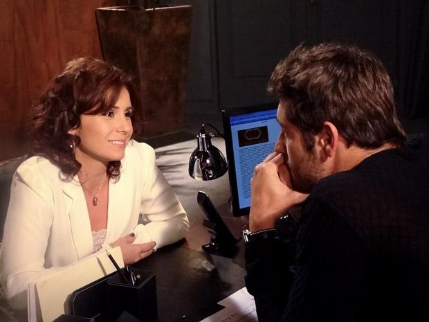 Claudia e Rubinho conversam (Foto: Aquele Beijo/TV Globo)