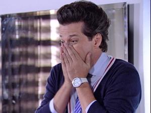 Crô fica horrorizado ao ver o novo visual do pescador (Foto: Fina Estampa/TV Globo)