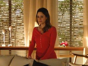 Ana fica desolada quando a mãe bate a porta furiosa (Foto: A Vida da Gente/TV Globo)