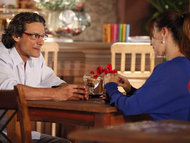 Renato fica sem saber o que dizer para Suzana (Foto: A Vida da Gente - TV Globo)